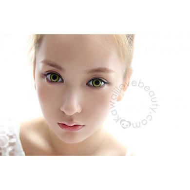 Dramatic anime eye look with Twilight Yellow colored circle lenses.