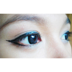 Bigger eyes with Geo WMI-242 Blue circle lenses / colored contacts.