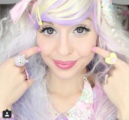 Barbie Luna Blue x Alexa Poletti // On light eyes, flash photography.
