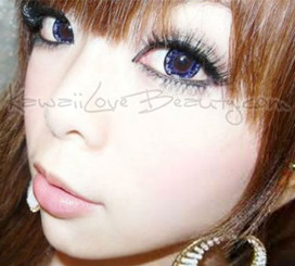 Big, shiny doll eyes that sparkle like diamonds. Barbie Diamond violet circle lenses by Dueba.