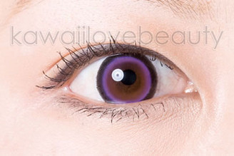 Close-up of violet Sugar Candy Violet circle lens.
