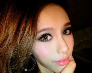 For a vibrant color change, Dolly Eye Blytheye Brown circle lenses