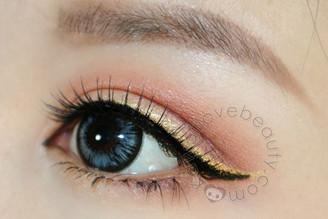 Geolica Holicat Sexy Cat Grey circle lenses on dark eyes.