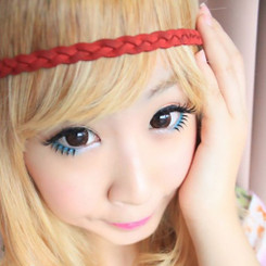 Hyper-sized eyes in dark brown. Choco circle lenses by Barbie (Dueba).