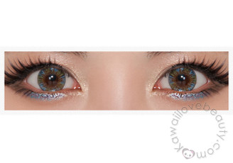 Closeup of Beuberry Charm 4 Tone Blue circle lenses