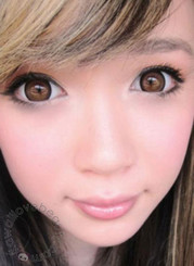Geo Xtra Natural Brown WTA54 circle lenses create a lovely doll-eyed look.