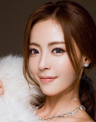 Model photo, Cloud gray circle lenses on dark eyes by Colors of the Wind (i-Codi).