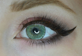 EOS Briller Green circle lenses on light-colored eyes.