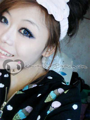 Model photo, Geo Angel Blue CM-832 contacts.