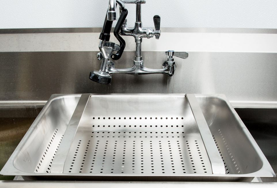 pre-rinse basket strainer for commercial sinks