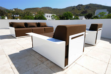 4 INSIDE & OUT FURNITURE - SINGLE SOFA