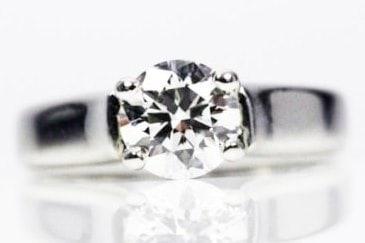 Round Cut Ring with diamond