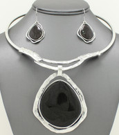 Black Stone Pendant Hard Chain Collar Necklace Set