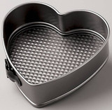 Wilton 9 inch Heart Springform Pan (Excelle Elite)