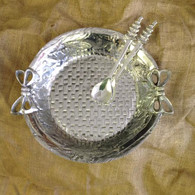 Wreath Bowl XL shown with Tree Salad Servers