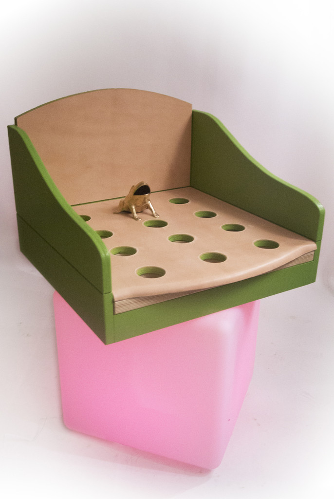 You can put your portable sapo game  on top of any solid surface.