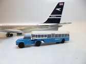 SCA001 | Sky Classics Airport Vehicles 1:200 | Bedford J5 Articulated Bus BOAC (light blue / white)