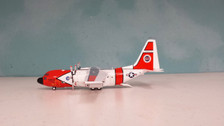 AV21300315 | Aviation 200 1:200 | HC-130H Hercules US Coast Guard 1504 (with stand)