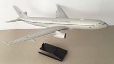 DM071 | Desktop Models 1:144 | Airbus A330-200 Voyager RAF ZZ330 (fibreglass)