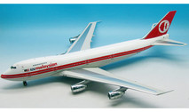 IF742MAS01   InFlight200 1:200   Boeing 747-200 Malaysian 9M-MHI (with stand)