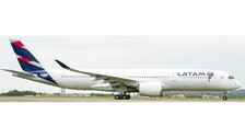 LH4017   JC Wings 1:400   Airbus A350-900 LATAM PR-XTD (flaps up)   is due: October 2016