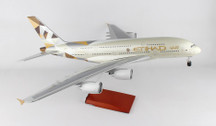 SKR8507 | Skymarks Models 1:100 | Airbus A380 Etihad (with wooden stand and gear)
