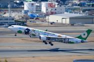 PH04127 | Phoenix 1:400 | Airbus A330-300 EVA Air B-16331, 'Bad Badtz-Maru' | is due: April 2017