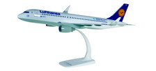 611718 | Herpa Snap-Fit (Wooster) 1:200 | Airbus A320 Lufthansa D-AIUQ, Munich Airport 25 Years | is due: September/October 2017