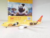 PH02004 | Phoenix 1:200 | Boeing 787-9 Hainan Airlines B-7302, 'Kung Fu Panda' (yellow)