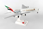 SKR880 | Skymarks Models 1:200 | Airbus A380 Emirates A6-EOA, 'Real Madrid' (with gear)