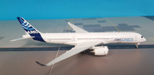 AV4011 | Aviation 400 1:400 | Airbus A350-900 Airbus House Colours F-WZGG (with stand)