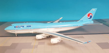 JF-747-4-038   JFox Models 1:200   Boeing 747-400 Korean Air HL7465 (with stand)