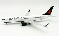 AC737MAX | Blue Box 1:200 | Boeing 737 MAX 8 Air Canada C-FSCY (with stand)
