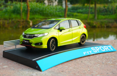 1/18 Dealer Edition 2018 Honda Fit Sport (Green/Yellow)