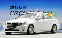1/18 TOYOTA CROWN (WHITE) DIECAST CAR MODEL