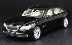 KYOSHO 1/18 BMW 760Li (F02) (BLACK) DIECAST CAR MODEL!