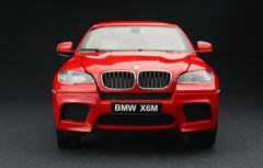 KYOSHO 1/18 BMW X6M (RED) DIECAST CAR MODEL!