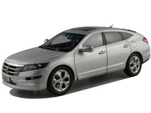 1/18 Dealer Edition Honda Crosstour (Silver) w/ Wooden Display Base