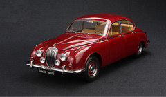 1/18 Paragon Jaguar MK2 Daimler V8 - 250 (Red)