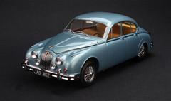1/18 Paragon Jaguar MK2 Daimler V8 - 250 (Blue)