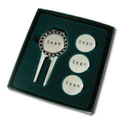 Sterling silver finish divot repair tool set.  Comes in green gift box with clear top.  Perfect for gift-giving!  Includes 4 engraved ballmarkers