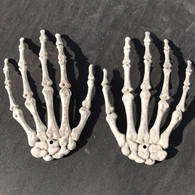 Top 2pcs 1 Pairs Plastic Skeleton Hands Haunted House Halloween Decoration Props