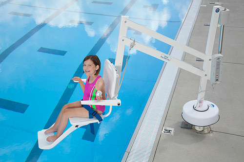 Splash disabled swimming pool hoists lifts - Swimming pool wheelchair lift law ...