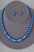 BLUE GLASS PEARLE NECKLACE