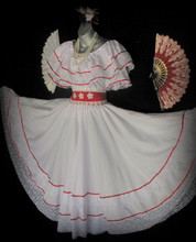 """BEAUTIFUL DRESS DANCE OF MY LAND.  CIRCULAR SKIRT DECORATED WITH BEAUTIFUL LACE ON STEERING WHEEL AND SATIN RIBBON, WHEEL WITH BLOUSE AND SLEEVES WITH LACE SATIN RIBBONS, GIPUR DECORATED WITH WHITE BELT AND APPLICATIONS WHITE FLOWERS.  THIS IS SET 3 PIECE BLOUSE, SKIRT AND BELT LONG.  LONG SKIRT IS 33"""" SMALL & MEDIUM  LONG SKIRT IS 35""""  LARGE , XLARGE & XXLARGE"""