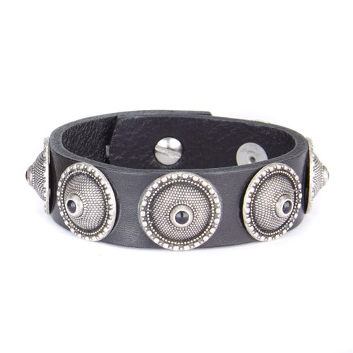 Spriet studded leather cuff