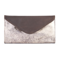 CHAPA LEATHER CLUTCH IN ANTIQUE GOLD