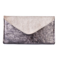 CHAPA LEATHER CLUTCH IN GUNMETAL