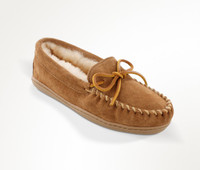 Minnetonka Men's Sheepskin Hardsole Moc- tan