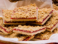 Raspberry Streusel Shortbread Bar